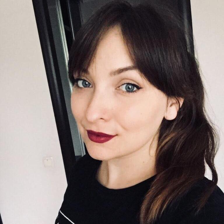 Анна Момот